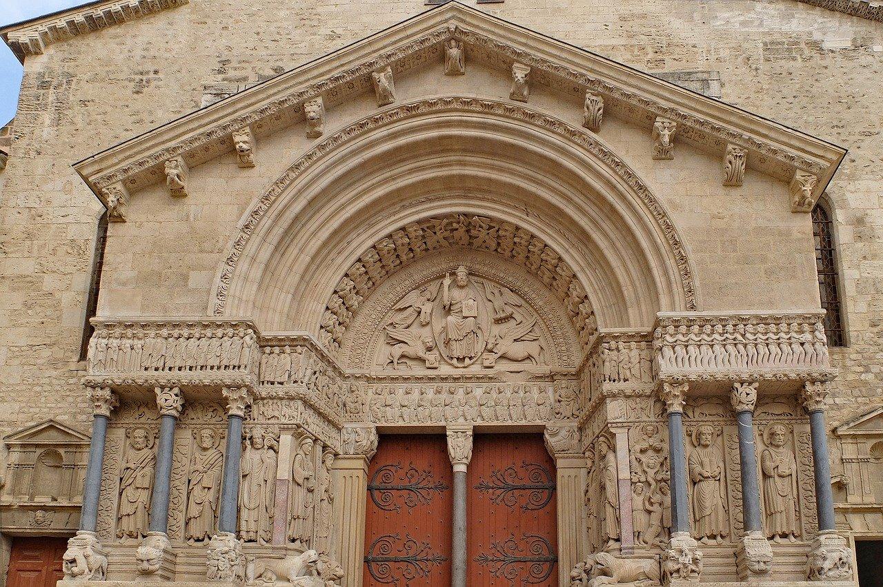 Église catholique primatiale Saint-Trophime - Architecture romane