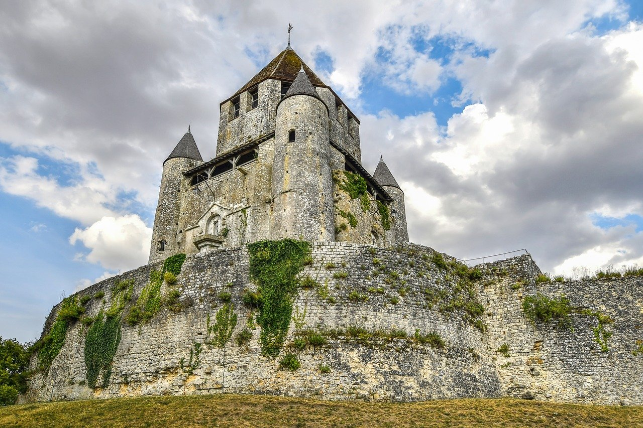 César tower - Château