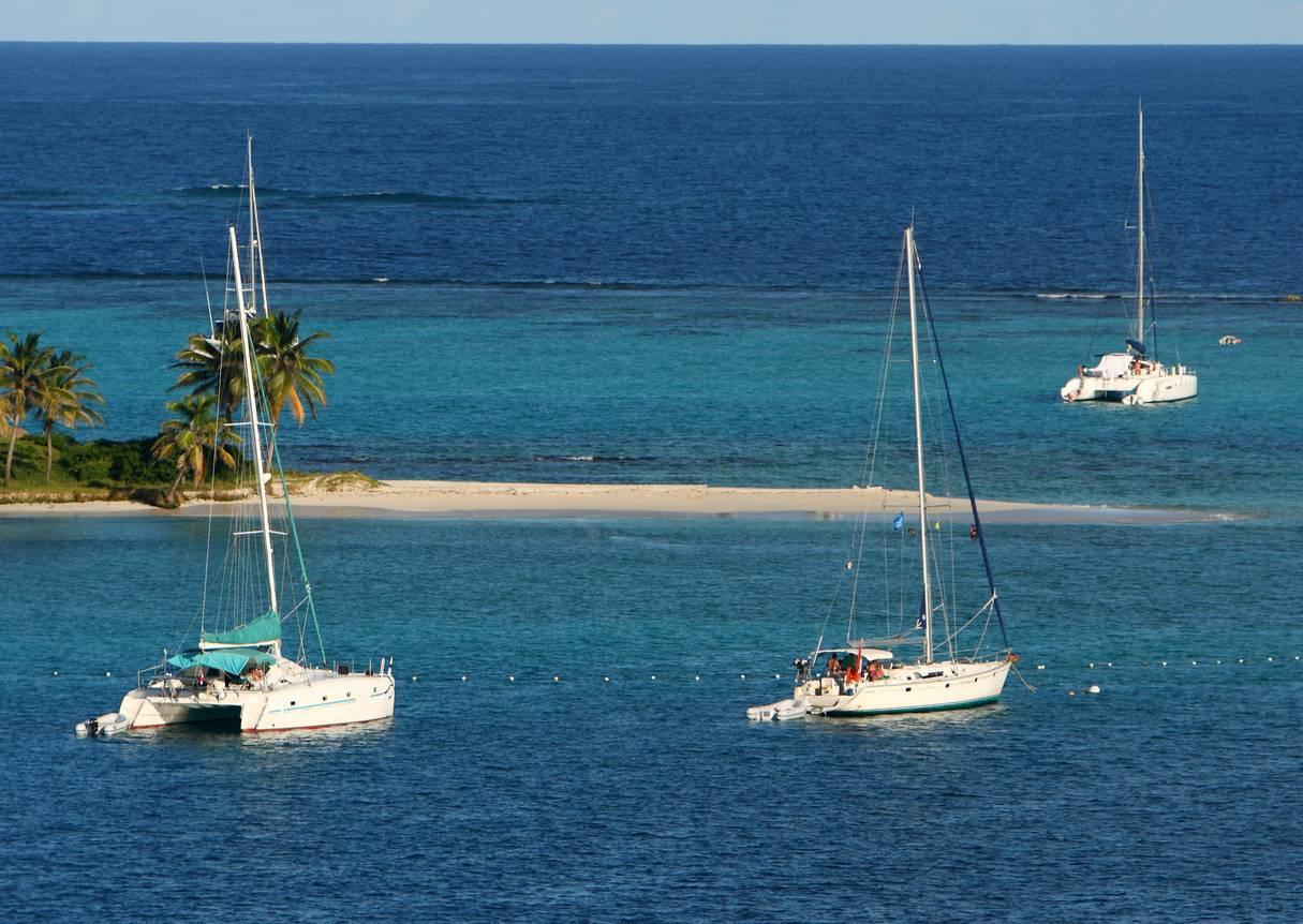 Louer un catamaran pour découvrir la Martinique