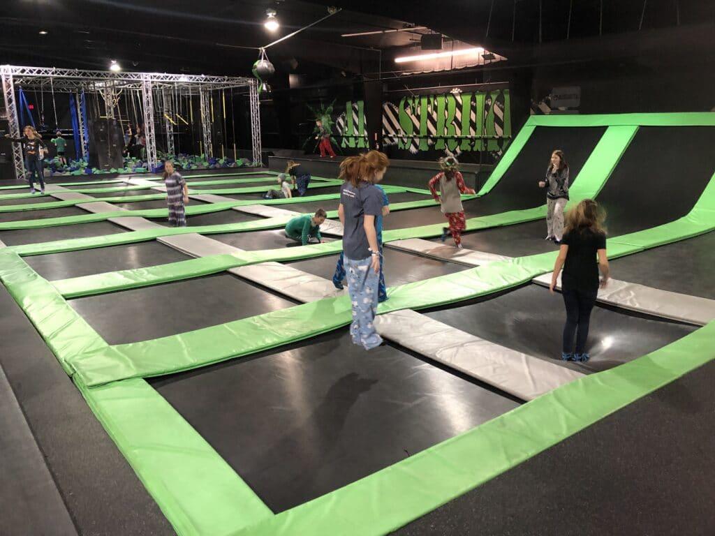Tester un trampoline Park