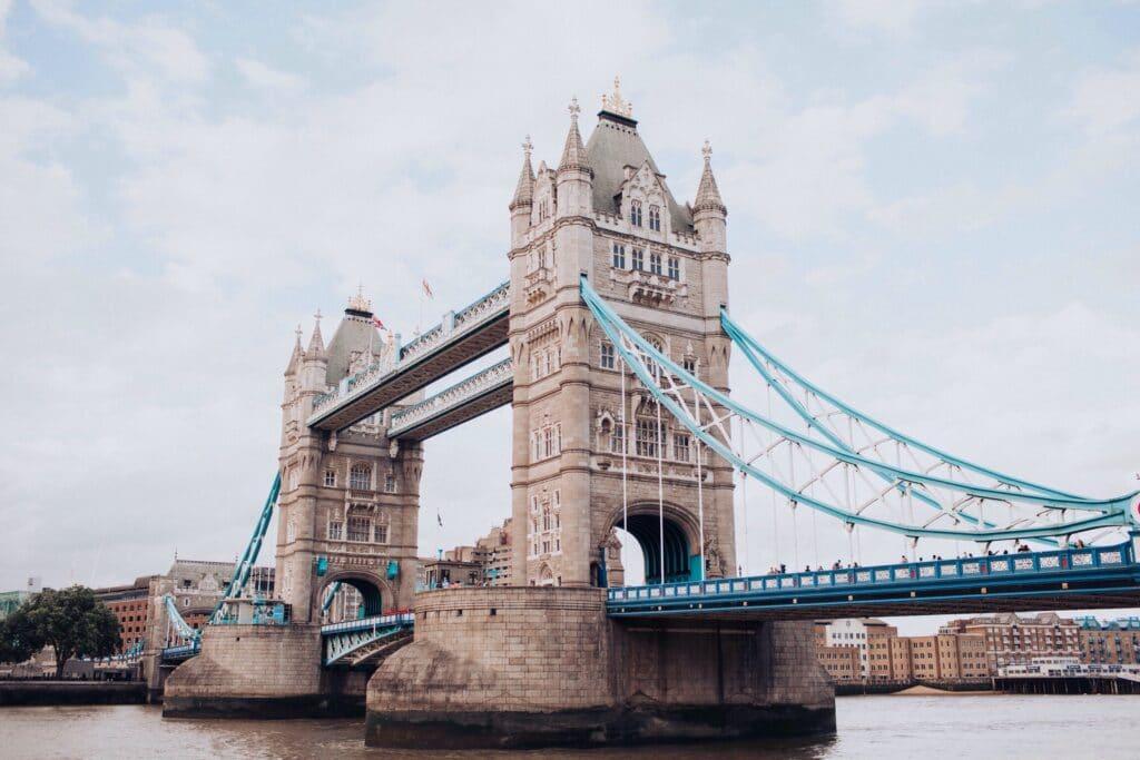 De Paris à Londres : le bus la solution la moins chère