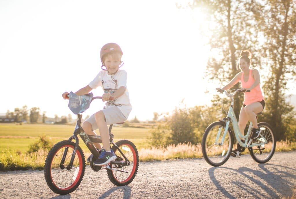 Comment bien choisir le vélo enfant pour les vacances en famille ?