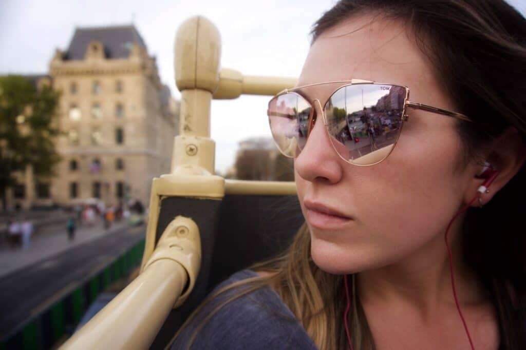 Quels sont les avantages de faire un tour en bus panoramique à Paris ?