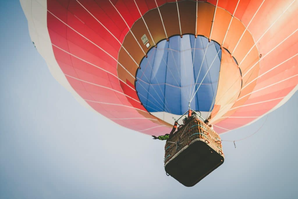 Dans une montgolfière
