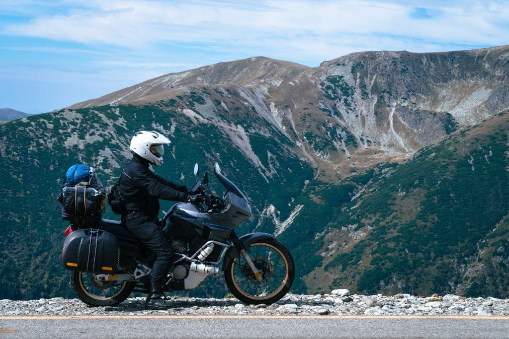 Voyager en moto : comment bien préparer son voyage ?