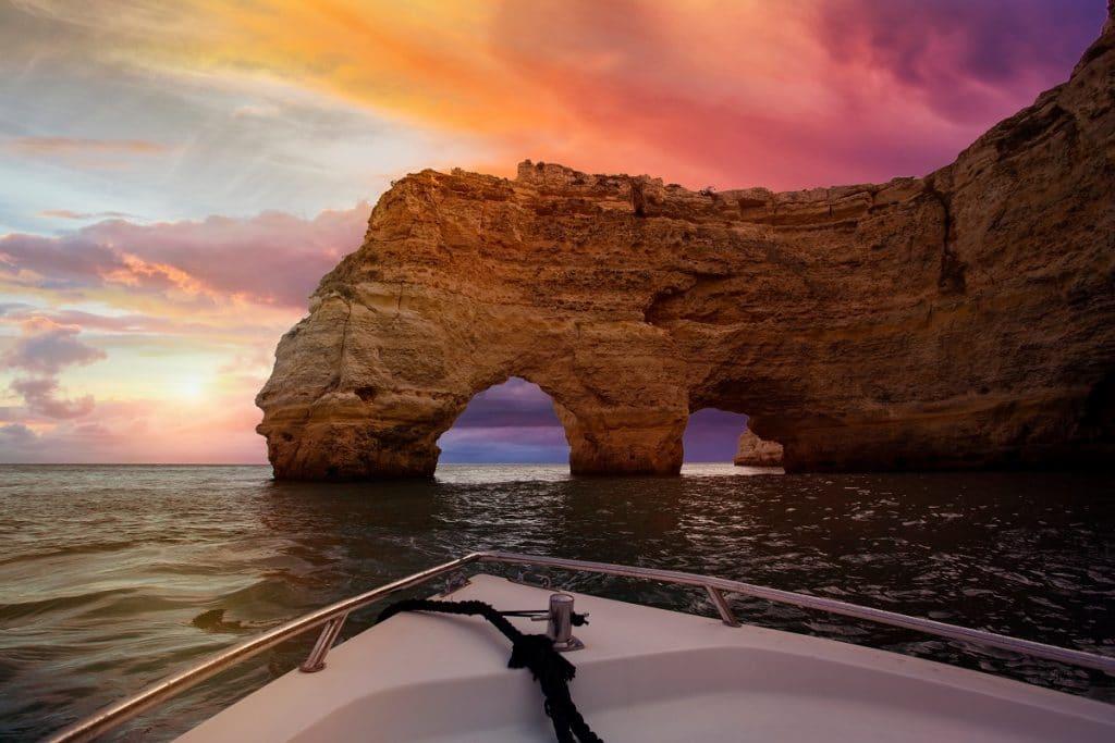 Le rocher en forme de cœur de la praia da Marinha
