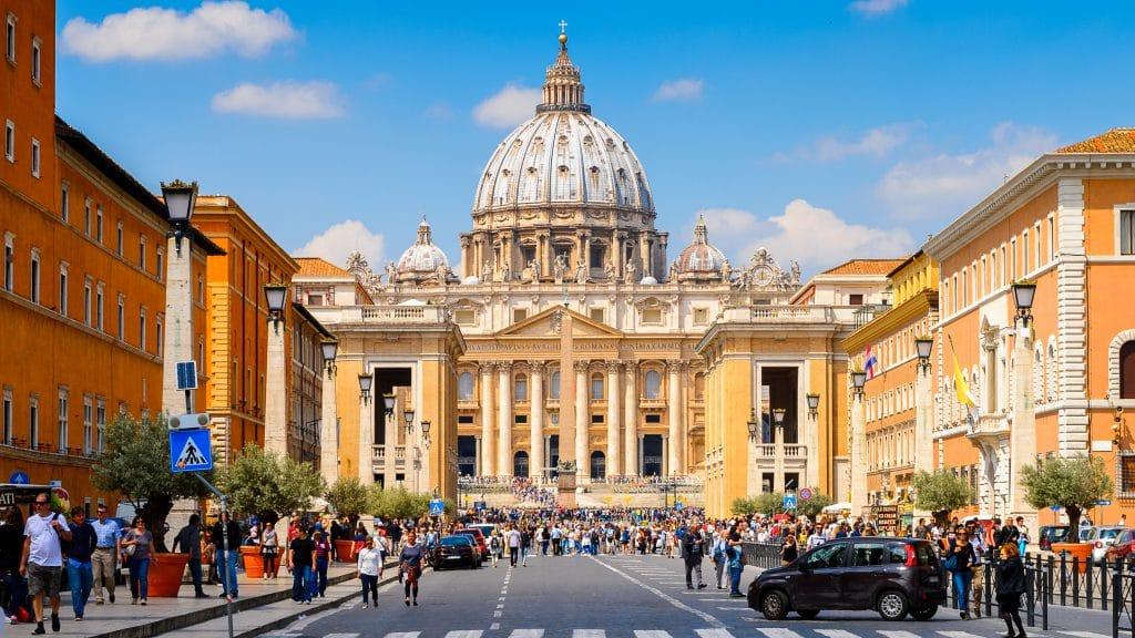 Entrer dans la basilique Saint-Pierre