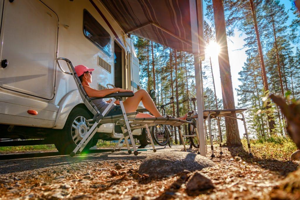 Réserver une tente ou prendre une location ?