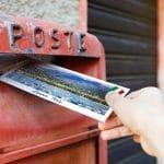 L'envoi de carte postale personnalisée : un autre moyen de partager ses vacances avec ses proches