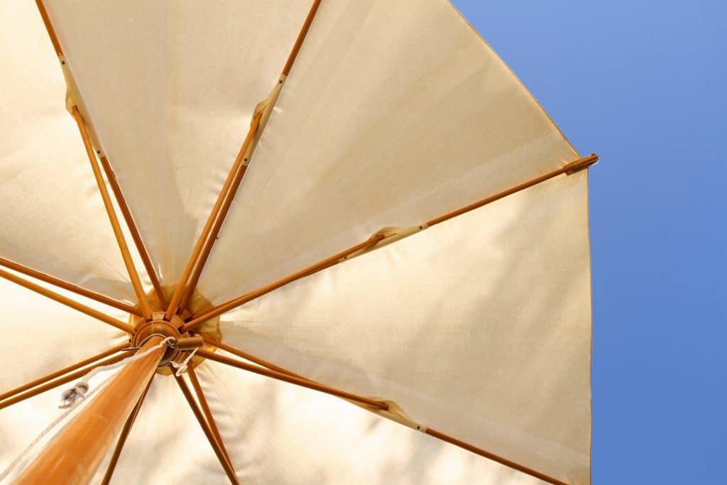 Quel pied faut-il privilégier pour le parasol ?