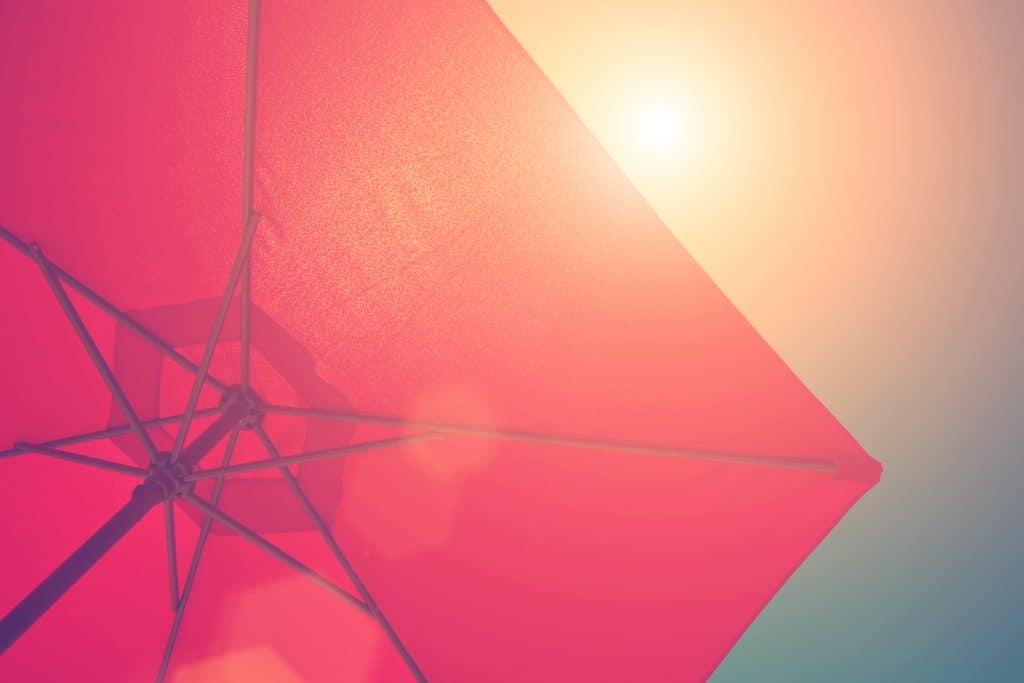 Quelles caractéristiques prendre en compte pour choisir un parasol ?