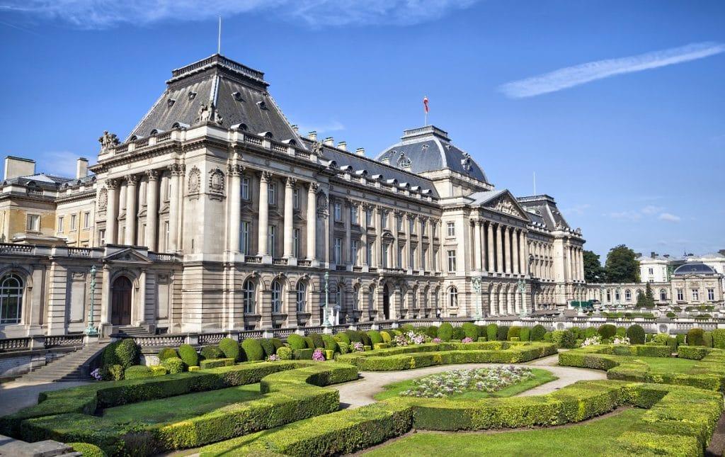S'arrêter devant le Palais Royal
